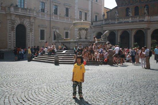 Santa Maria in Trastevere: Piazza