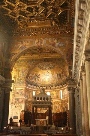 Santa Maria in Trastevere: shot of altar