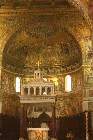 Santa Maria in Trastevere: altar