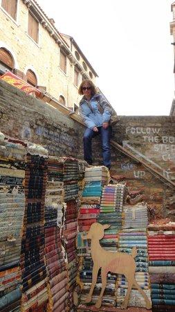 Libreria Acqua Alta: book steps