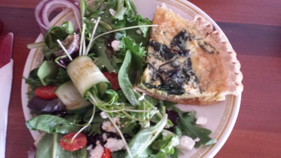 Jon & Patty's Coffee Bar & Bistro: Quiche and salad