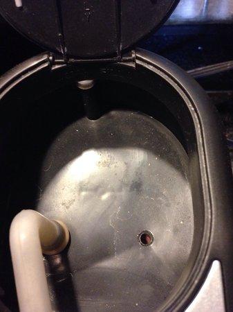 Chicago Marriott Suites Deerfield: Dust in the coffee maker in my room.