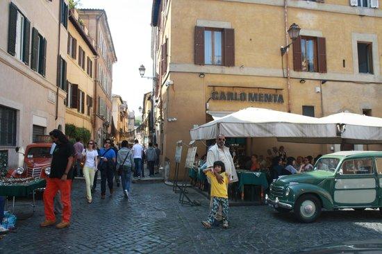 Trastevere : Entering main touristy drag