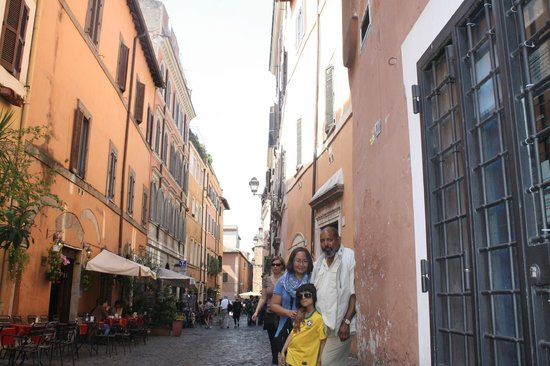 Trastevere : Taking a photo dodging passing cars.
