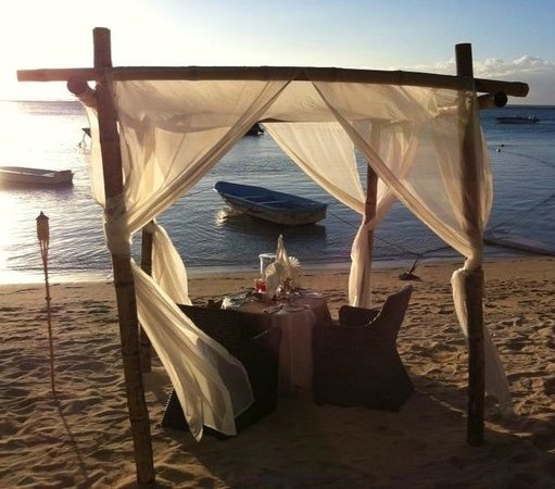 LUX* Le Morne: Romantisches Dinner am Strand