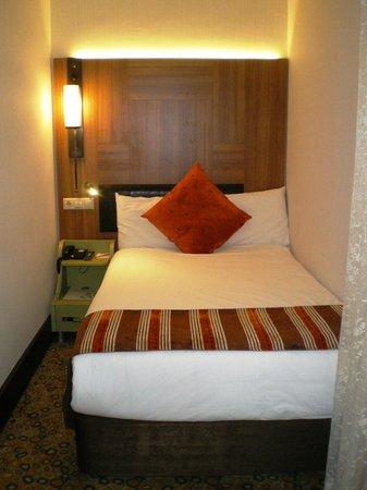 Konak Hotel: Двуспальная кровать