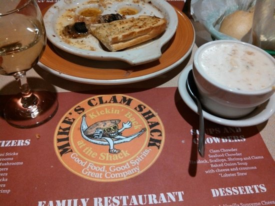 Mike's Clam Shack : pinot grigio,  garlicky escargot and a scrumpcious clam chowder