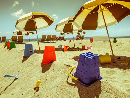 Bal Harbour Beach: Buckets and umbrellas