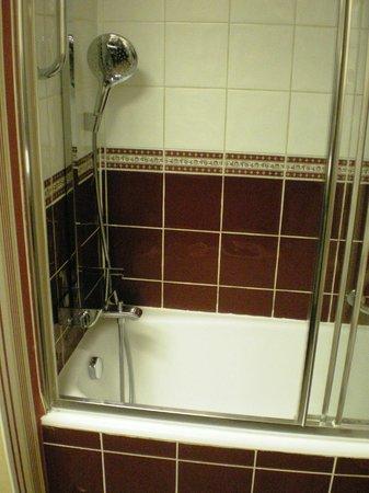 Konak Hotel: Ванна и душ