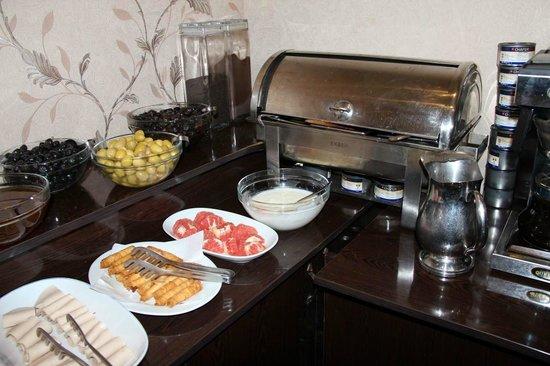 Adora Hotel: breakfast