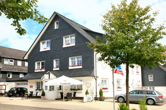 Das kleine Altstadthotel: Aussenansicht mit Parkplatz