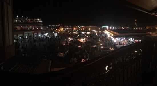 Jemaa el Fna: vue de la place jeema el fna de nuit
