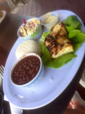 Big Daddy's Grill: Grilled snapper with rice and beans