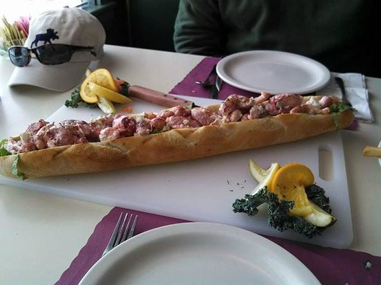 Bull And Claw: 2 foot long lobster roll