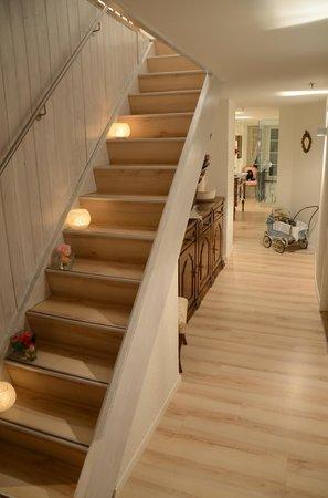 Hotel Rebe: Treppenaufgang zu den Zimmern