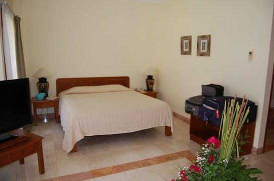 Peninsula: bedroom