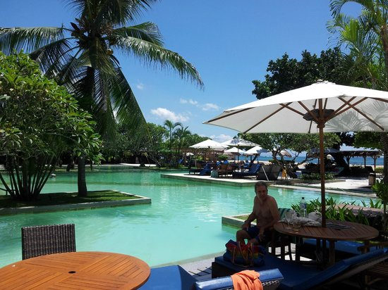 Peninsula: view around the pool area