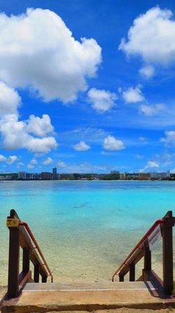 Hilton Guam Resort & Spa : ホテル前のビーチ