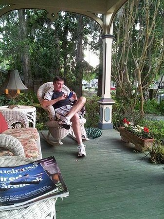 The Magnolia Plantation Bed and Breakfast Inn: checkin' with the outside world....
