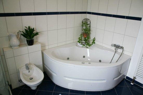 Das kleine Altstadthotel: Whirlpool in Zimmer 6