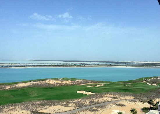 Crowne Plaza Abu Dhabi - Yas Island : View from sixth floor overlooking golf course