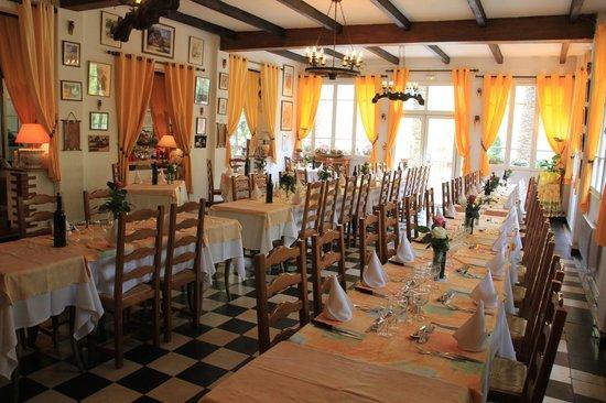 Auberge des Gorges du Loup : Vue d'Ensemble (Salle du Restaurant)