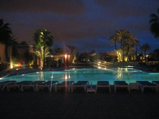 Atlas Targa All In Aqua Parc : La piscine le soir, vraiment jolie