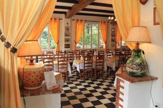 Auberge des Gorges du Loup : La Salle de Restaurant