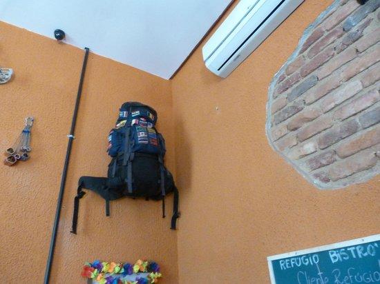 Refugio Hostel : mur du salon