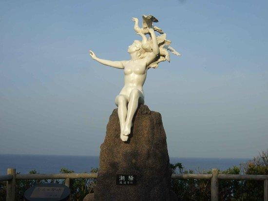 Omaezaki Coast: 「恋人達の聖地」にある像、桂由美さんからのメッセージは行ってみてのお楽しみ
