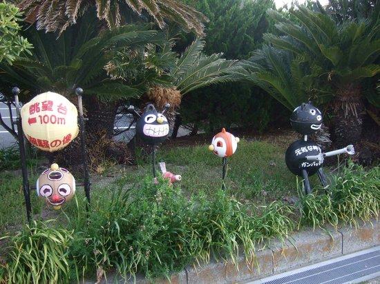Omaezaki Coast: ねずみ塚広場その他に設置されているウキを使ったキャラクター人形