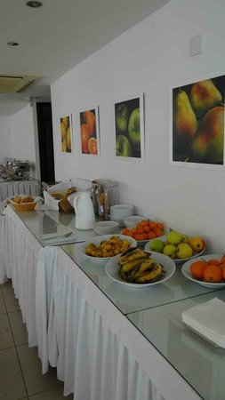 Les Palmiers Beach Hotel: Breakfast presentation