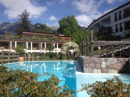 Ansitz Plantitscherhof: Pool und. Innenhof