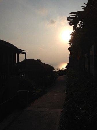 Karon Phunaka Resort and Spa: Sunset views