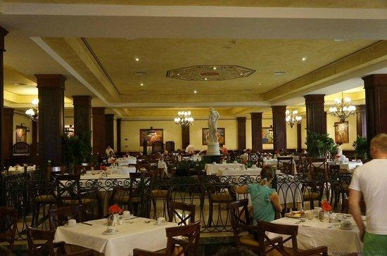 Grand Bahia Principe Bavaro : The main restaurant