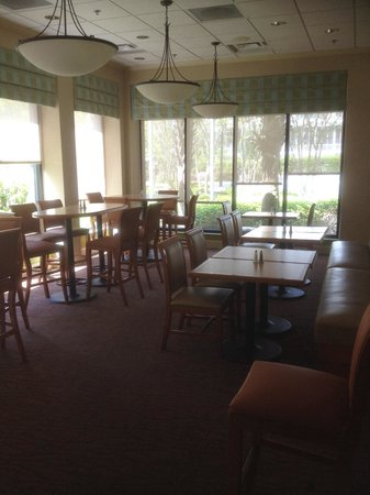 Hilton Garden Inn Beaufort: Breakfast area with hot breakfast served to your table