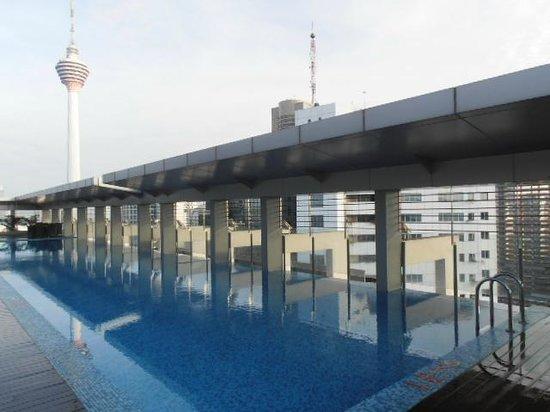PARKROYAL Serviced Suites Kuala Lumpur: sky pool