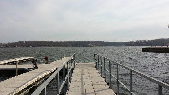 Tan-Tar-A Resort, Golf Club, Marina & Indoor Waterpark: Walking out on the docks at the marina