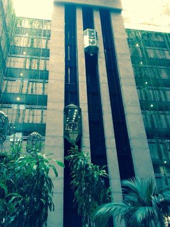 Hotel Granada Center: Ascensores de cristal