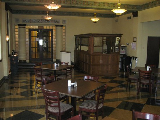 1929 Hotel Seville: The restaurant / cafe inside the hotel