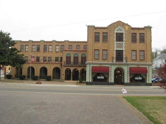 Hotel Seville: exterior shot