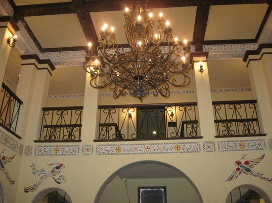 1929 Hotel Seville: Love the chandelier in the lobby!