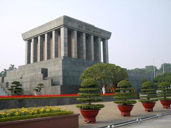 Mausolée de Hô Chi Minh : мавзолей