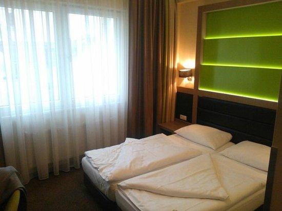 Novum Style Hotel Hamburg-Centrum: Standard Room (Faced window)