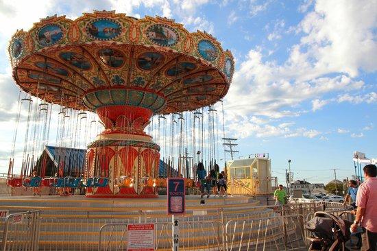 Jenkinson's Boardwalk : big swing