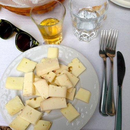 Ristorante La Piazzetta: Delicious starter: mixed cheese platter