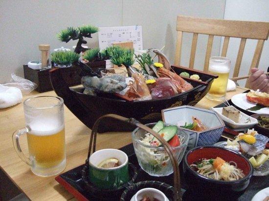Omaezaki Syunsai: 舟盛りが付いた夕食