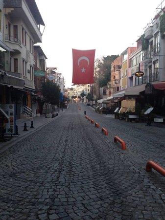 The Byzantium Hotel & Suites: akbıyık street