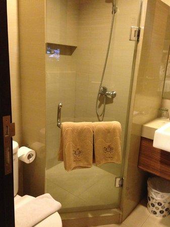 Rasuna Icon Jakarta: Bathroom