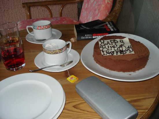 Jolie Ville Hotel & Spa - Kings Island, Luxor : Anniversary cake waiting in room